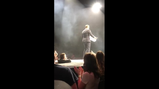 Shy 17-yr-old singer steals spotlight from Michael Bublé at his biggest concert