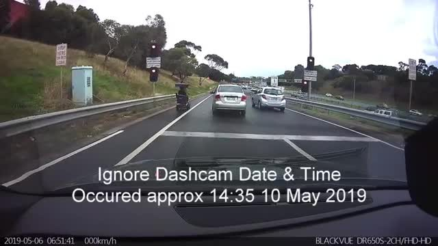 Rogue mobility scooter driver refuses to pull over on 100km/h freeway