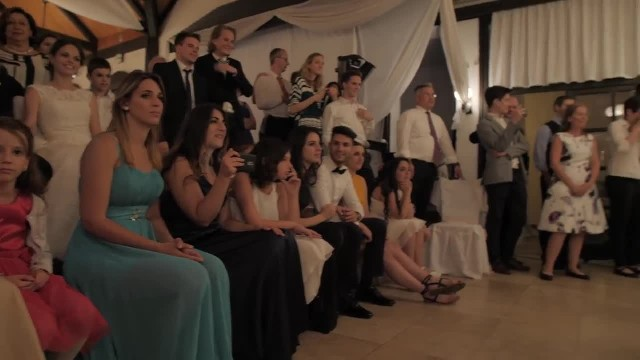 8 siblings dance before bride but it's little brother's moves that have everyone wildly applauding