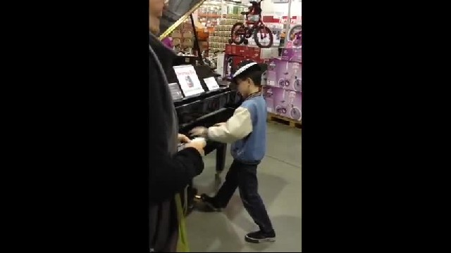 While His Parents Shop At Costco Little Boy Amazes Shoppers With Impromptu Performance