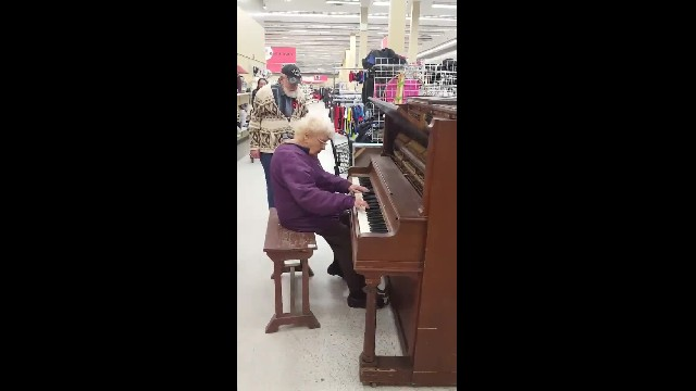""" Watch: Elderly Woman Sits Down at Thrift Shop Piano, Beautiful Music Follows"""