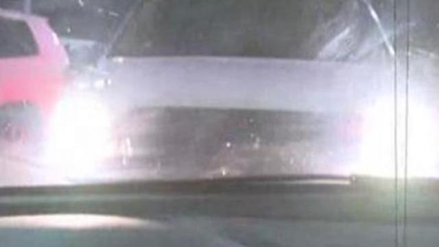 Police warn: if someone flashes high-beams at you, drive away quickly. Here's the info you need