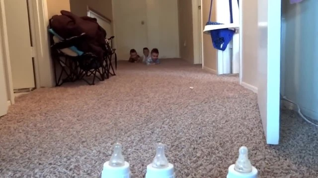 Triplets Know It's Time To Eat As Mom Lucky Enough To Capture Footage She'll Never Forget