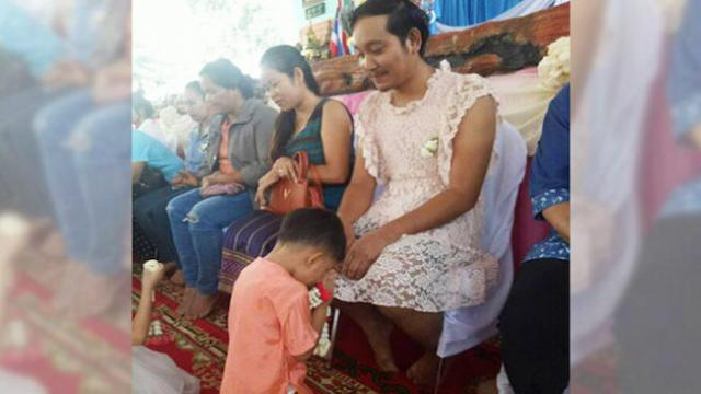 Single Thai dad wears a dress on Mother's Day to ensure his sons