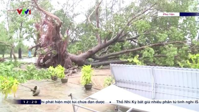 Typhoon Molave lashes Vietnam coast