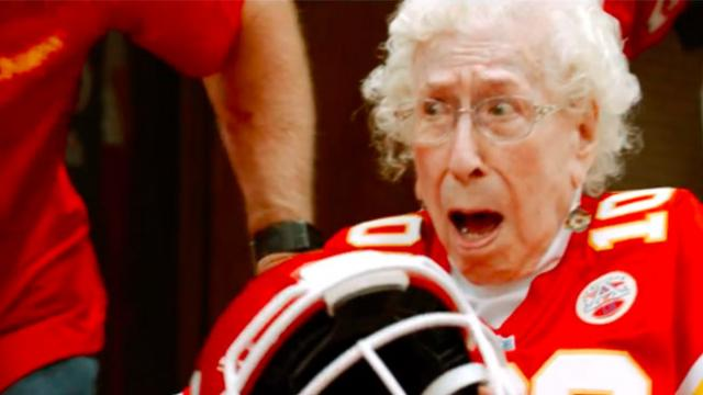 100-year-old chiefs fan finally attends game, has cutest meeting with her idol
