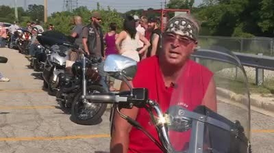 Dying veteran wished to hear Harley's roar one last time, so over 100 bikers surround his home 1
