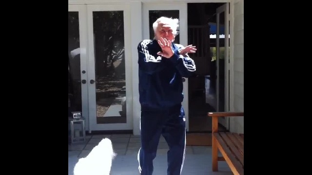Kirk Douglas Shows His Incredible Fitness In A Viral Video Dedicated To The Celebration Of His 100th