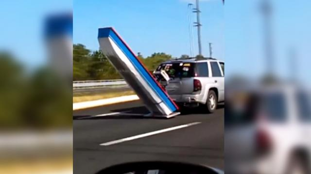 Florida man proves that you don't need a trailer to tow a boat