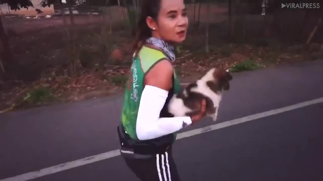 """Marathon Runner Sees Abandoned Puppy Halfway Through Race, Then Carries Him For 19 Miles """