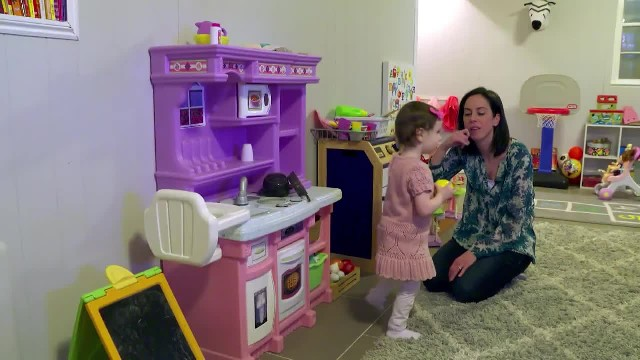 This 2-Year-Old Deaf Girl Loves People – So Her Whole Neighborhood is Learning Sign Language
