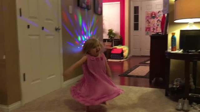 Youtube Star With Rare Disease Throws Cutest Fashion Show You've Ever Seen!