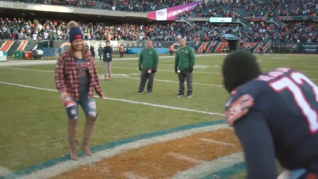 Chicago Bears Lineman Proposes to His Girlfriend of 5 Years on the Field After Win Over Packers