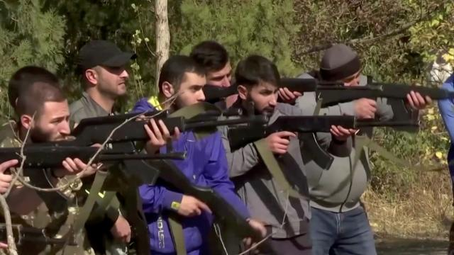 Armenians abroad return to train for frontline