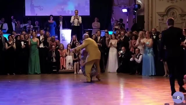 Elderly Man In Yellow Creeps Up From Behind With Dance Move Crowd Will Never Forget