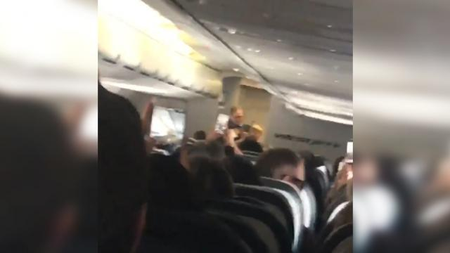 11-year-old stuns unexpecting airline passengers with Hank Williams' classic