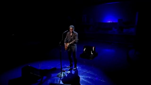 Legendary Tracy Chapman Paralyzes The Crowd With Awe As She Sings Chilling Version Of This Classic