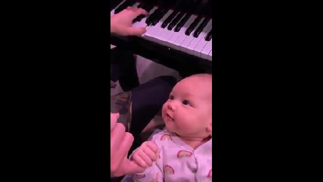 "Couple serenade ""I Wanna Hold Your Hand"" to baby girl capturing sweetest response on camera"