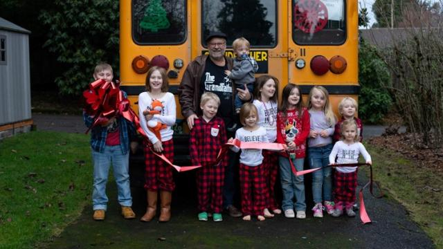 Grandfather buys bus to take his 10 grandchildren to school in Oregon