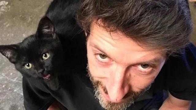 Homeless kitten finds someone he loves and follows him everywhere he goes.