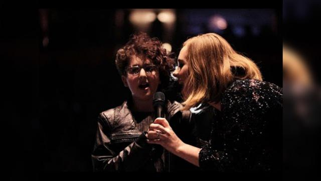 Adele invites 12-year-old with autism on stage to sing, what happens is beautiful.