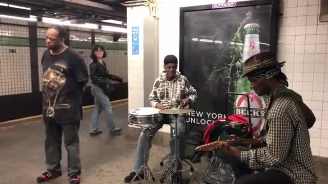Man in subway sings 'Unchained Melody', passengers stop in their tracks when they hear his voice