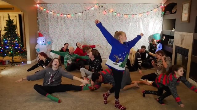 8 Siblings Form A Line, Their Christmas Dance Is Lighting Up The Internet