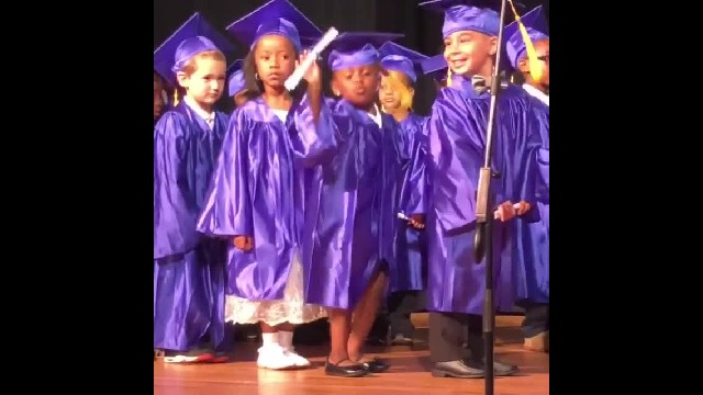 """ 5-Year-Old Dances Up A Storm At Preschool Graduation While Holding Her Diploma"""