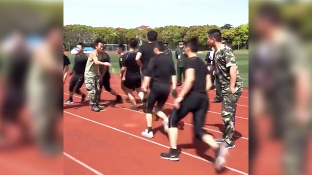 Soldiers show of their mad discipline through jump rope exercise, and you won't believe your eyes