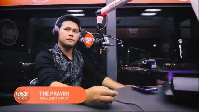 "Man starts singing ""The Prayer"" – 90 seconds in his voice changes and it goes viral"