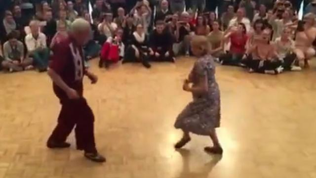 Onlooker hits record when he sees elderly couple start to dance, now 62 million have watched