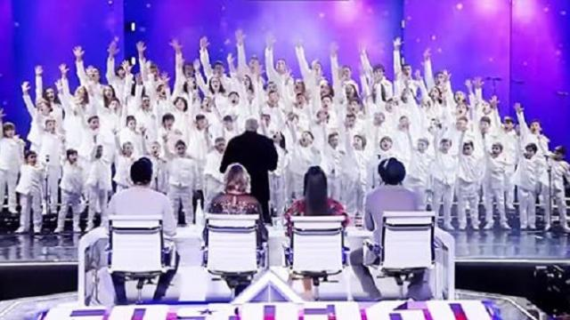 Children's choir sings 'Bohemian Rhapsody,' everyone has goosebumps
