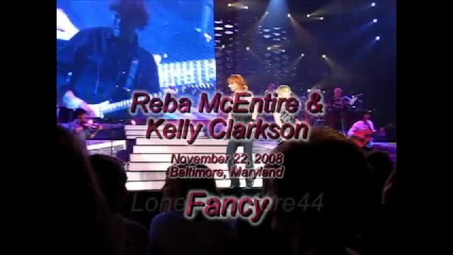 Kelly Clarkson Chokes Up Honoring Kids Grandma Reba With Song Bringing Crowd To Their Feet