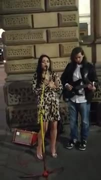 Strange Woman Starts Singing 'Hallelujah' With Street Performer With Voice Leaving Everyone In Chill