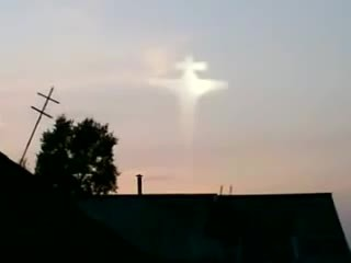Image of 'JESUS On The Cross' appears in the sky. Watch the video footage