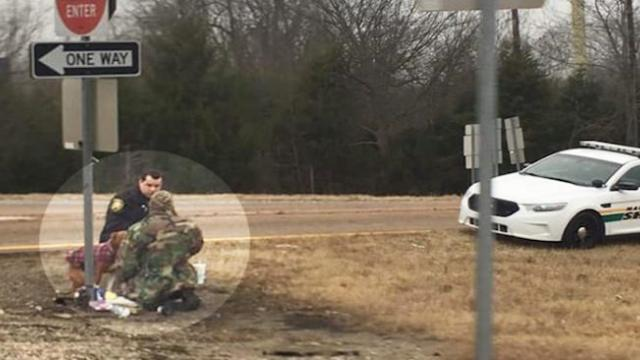 Sheriff's deputy gains praises for sharing lunch with homeless man on the roadside