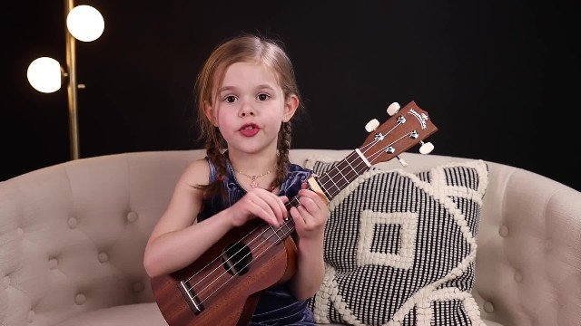 Little girl captivates everyone singing 'Can't Help Falling in Love' and is now going viral