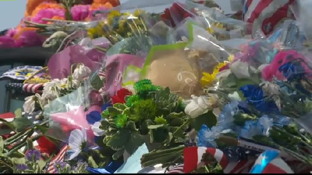 Fallen Officer's Car Is Covered In Gifts But 1 Note Scribbled On White Paper Stuns The Community