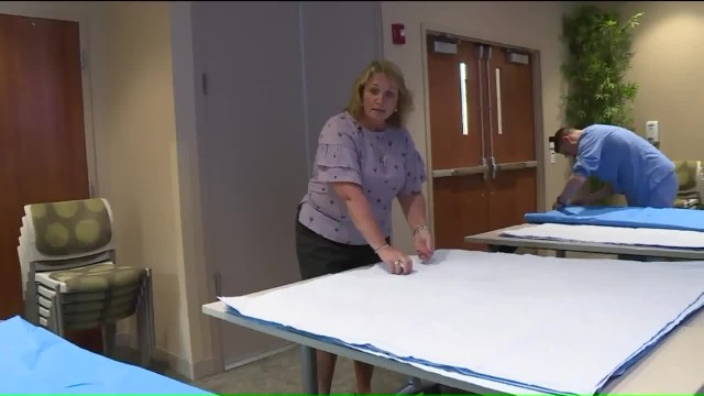 More nurses teaching themselves to sew to make sleeping mats for homeless using surgical wraps