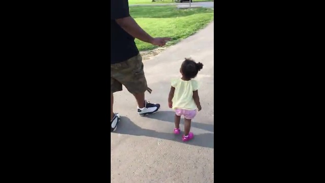 Dad tries to teach daughter how to count to 5, but she's created her own version instead