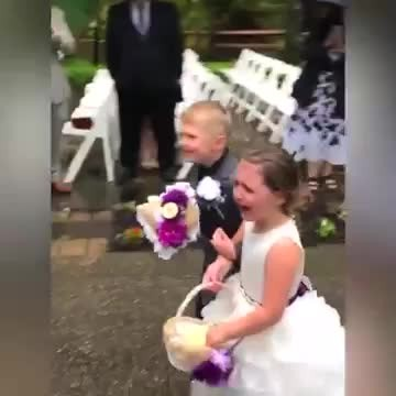 The embarrassing and funny moment of little bridesmaids in wedding!!!