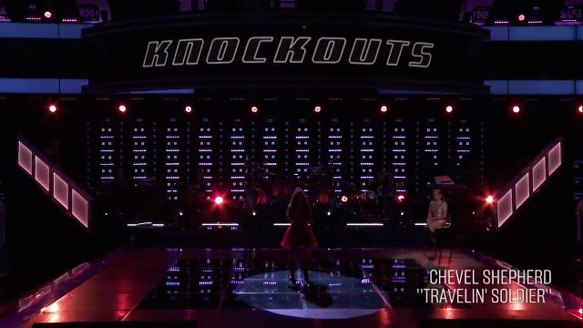 "16-Yr-Old's Soulful ""Travelin' Soldier"" Performance Has Kelly Clarkson On Her Feet."
