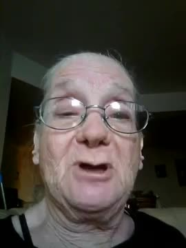 Grandma accidentally films video on new smartphone with footage leaving internet in laughter