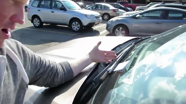 Driver writes note after hitting car not expecting to be handed envelope that leaves her floored