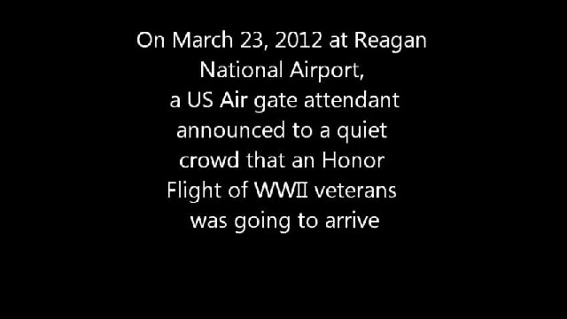 WWII Veterans Spontaneously Cheered By Travelers When They Enter Airport