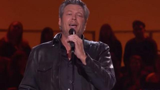 Blake Shelton puts country spin on Elvis classic, and crowd goes
