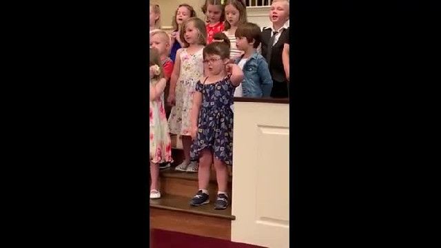 5-Year-Old Girl Steals The Show During Preschool Graduation With Hilarious Dance Moves