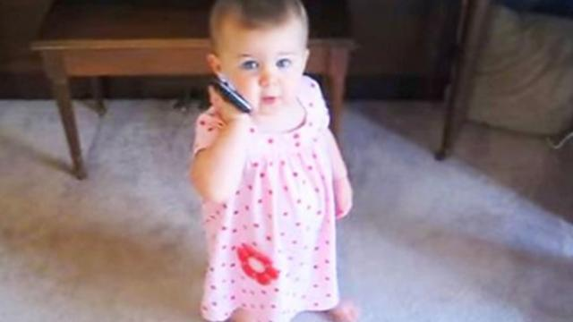 Dad calls baby girl, then she takes over conversation and leaves mom in uncontrollable laughter