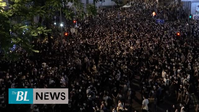 Thousands rally outside Hong Kong Police Headquarters
