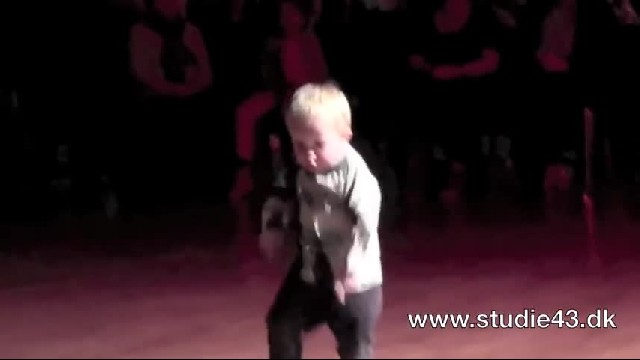 Toddler Walks Onto Dance Floor When He Hears His Favorite Song, The Crowd Loses It With His Final Mo